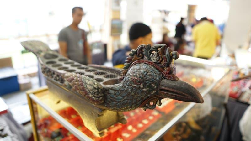 Congkak met vogel het bewerken stock afbeelding