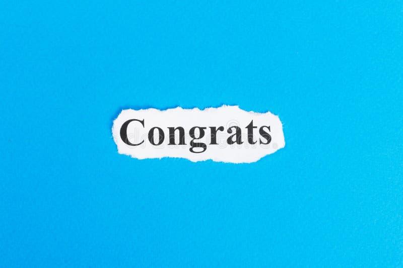 Congrats text på papper Ord Congrats på sönderrivet papper text för rest för bild för com-begreppsfigurine höger plattform fotografering för bildbyråer