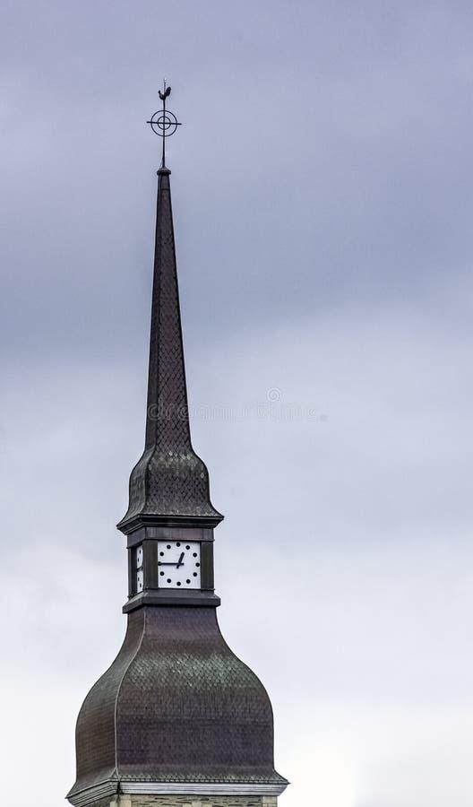 Congregation of Brothers of Christian Instruction Tower uhr in Ploermel, Bretagne, Frankreich lizenzfreie stockfotos