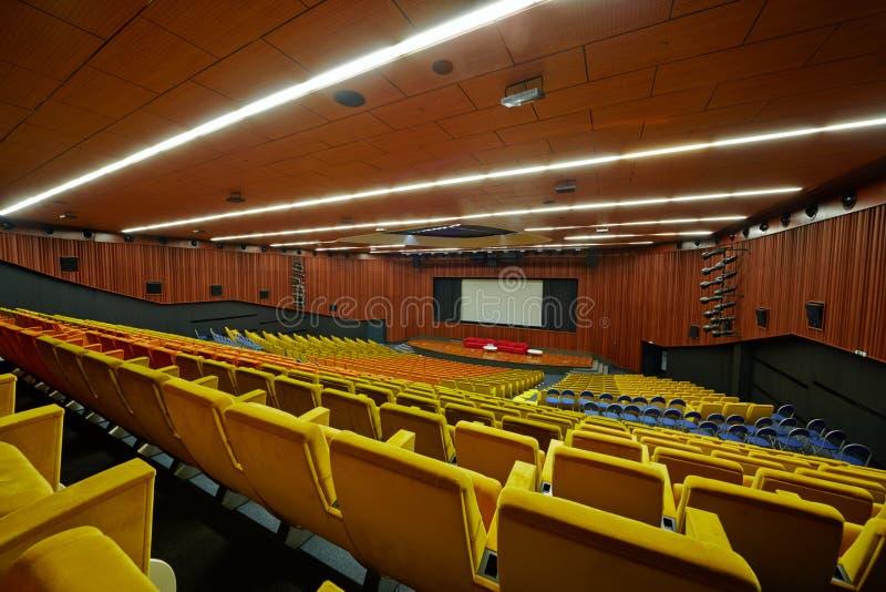 Congresso-salão da escola de gestão SKOLKOVO de Moscovo fotos de stock