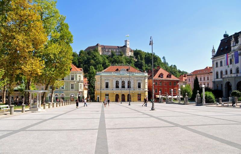 Congresvierkant en het kasteel van Ljubljana, Ljubljana Slovenië royalty-vrije stock foto