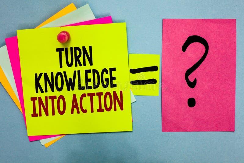 Conhecimento da volta da exibição do sinal do texto na ação A foto conceptual aplica-se o que você aprendeu as estratégias s colo foto de stock