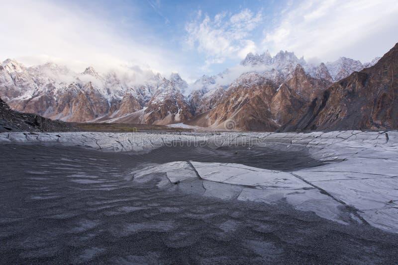 Coni di Passu o montagna della cattedrale di Passu nella gamma di Karakoram, Gilg immagini stock libere da diritti