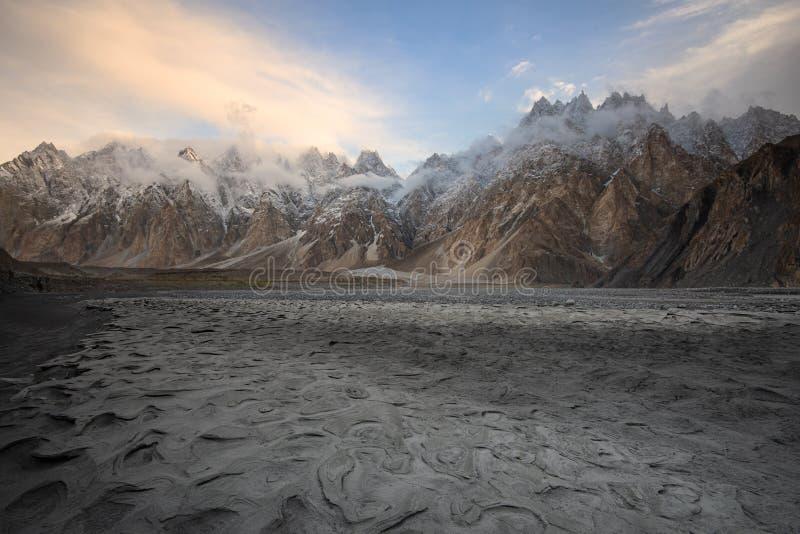 Coni di Passu o montagna della cattedrale di Passu nella gamma di Karakoram, Gilgit Baltistan, Pakistan fotografie stock