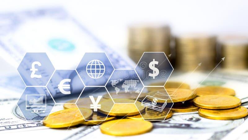 Conia la pila e la banconota con l'icona virtuale sulla tavola Il concetto di commercio mondiale finanziario o di crescita, di af illustrazione di stock