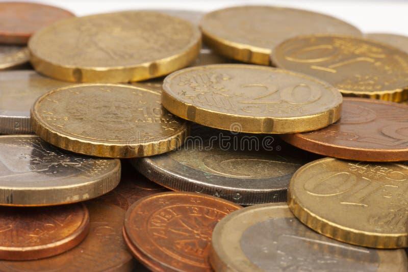 Conia la priorit? bassa Euro monete Monete del centesimo fuoco selettivo degli euro centesimi fotografia stock
