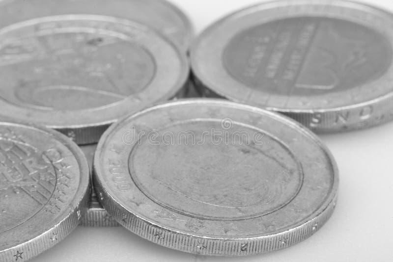 Conia la priorit? bassa Euro monete Monete del centesimo immagine in bianco e nero del fuoco selettivo degli euro centesimi fotografia stock libera da diritti
