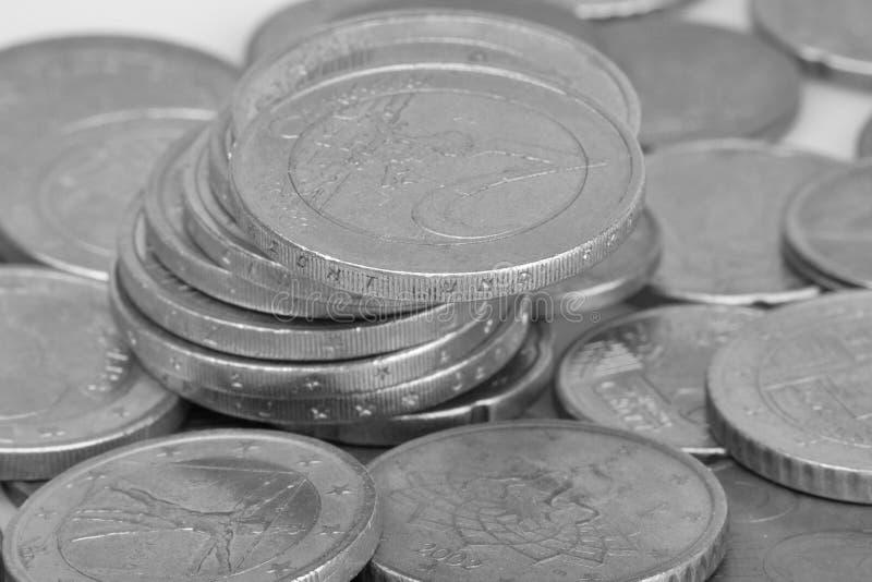 Conia la priorit? bassa Euro monete Monete del centesimo immagine in bianco e nero del fuoco selettivo degli euro centesimi fotografie stock