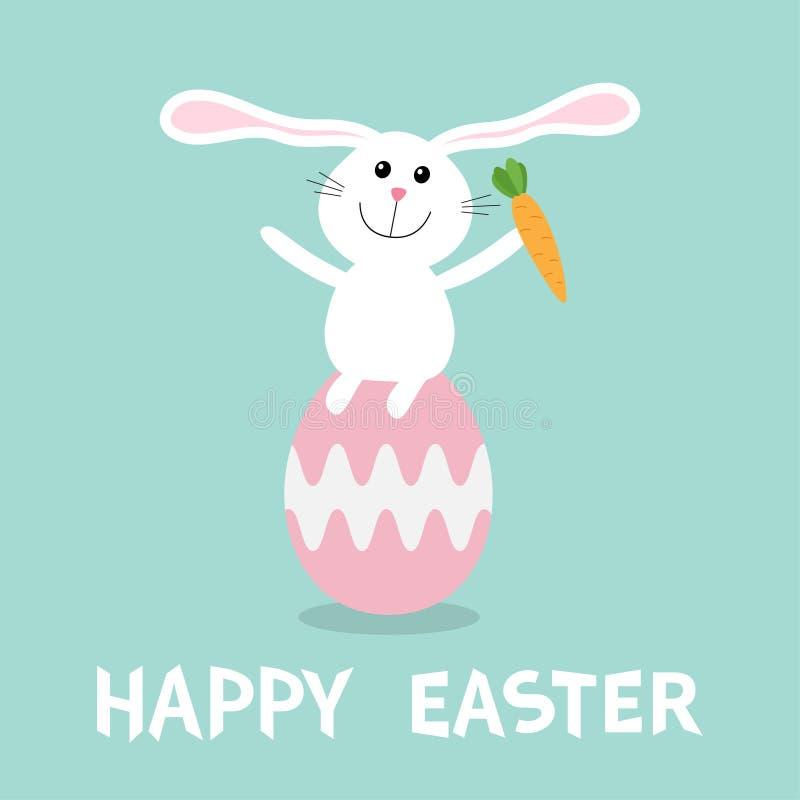 Coniglio con la carota che si siede sulla verniciatura delle coperture rosa dell'uovo Insieme felice della piramide del conigliet royalty illustrazione gratis