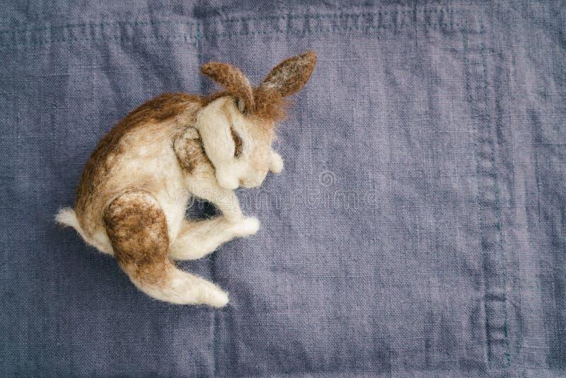 Coniglio felted ago immagini stock libere da diritti