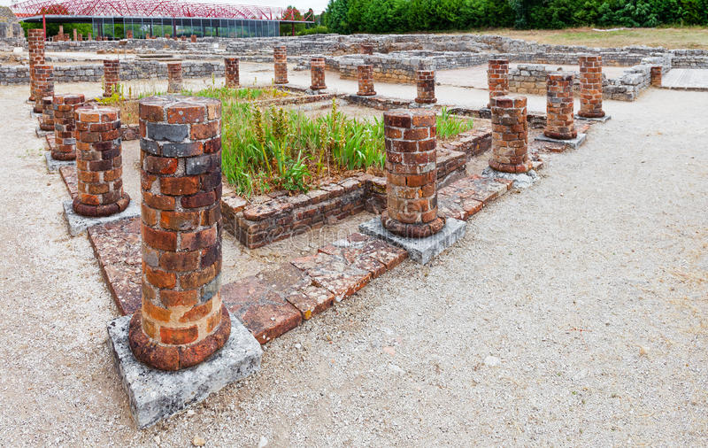 Conimbriga romańskie ruiny Zamyka w górę widoku staw otaczający perystyl kolumnami wewnętrzny ogród i obraz royalty free