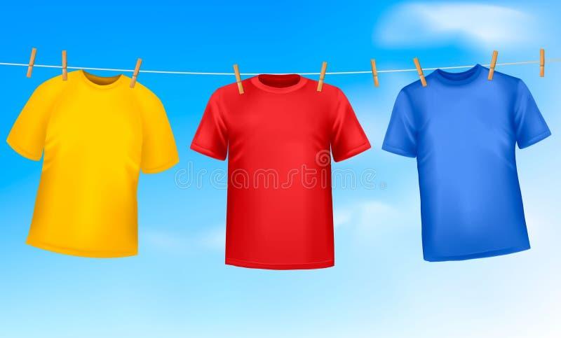 Conjunto de camisetas coloreadas que cuelgan en una cuerda para tender la ropa libre illustration