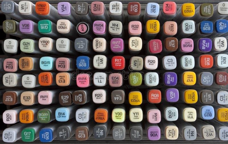 Conjunto de diversos rotuladores de drenaje coloreados fotografía de archivo libre de regalías