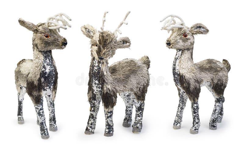 Conjunto de elementos decorativos de ciervos navideños sobre fondo blanco, ruta de recorte incluida foto de archivo