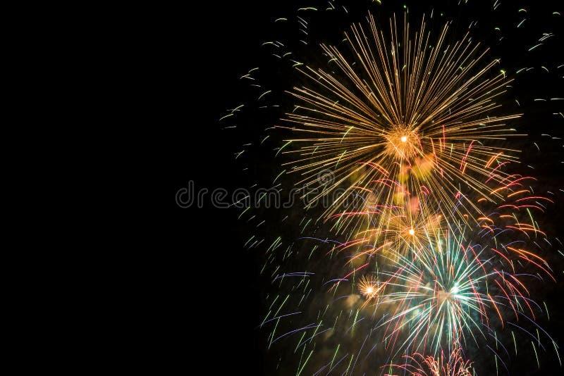 Conjunto de fogos-de-artifício coloridos foto de stock