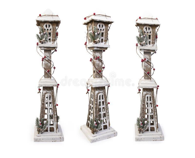 Conjunto de lámparas decorativas de Navidad de madera sobre fondo blanco, trayectoria de recorte incluida imagen de archivo libre de regalías