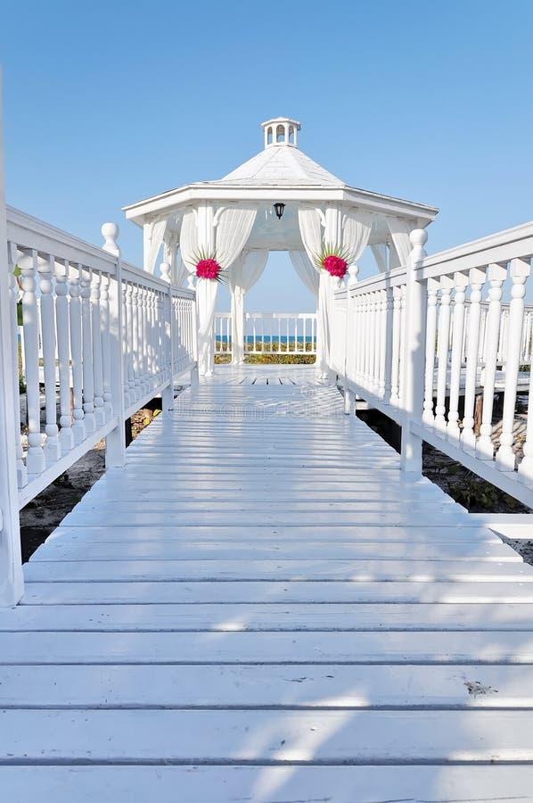 Conjunto de la boda de playa imagen de archivo libre de regalías