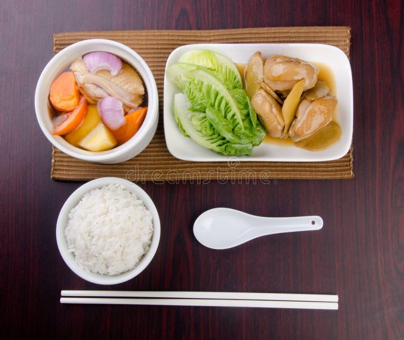 Conjunto de la sopa de la hierba del pollo, estilo chino del alimento. imagen de archivo