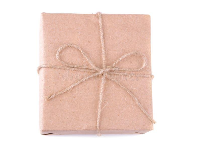Conjunto del correo La caja embaló en documento del arte sobre un fondo aislado blanco concepto o entrega del correo foto de archivo libre de regalías