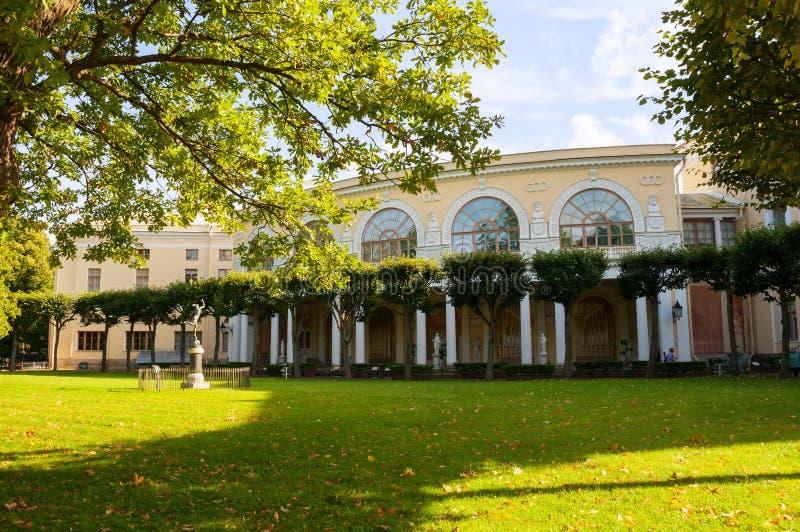 Conjunto del edificio, arquitectónico y del fresco de Gonzaga Gallery en el palacio de Pavlovsk en Pavlovsk, St Petersburg, Rusia fotografía de archivo