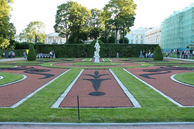 Conjunto del jardín y del parque de Catherine Park Tsarskoye Selo Ciudad de Pushkin imágenes de archivo libres de regalías
