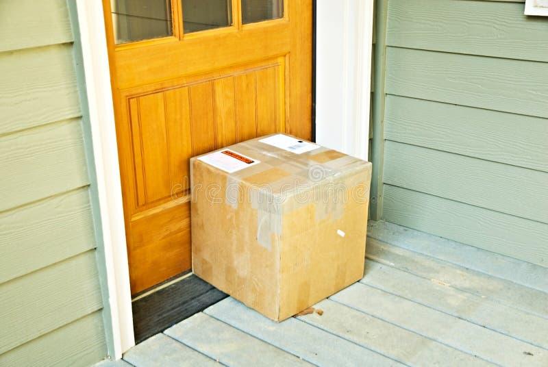 Conjunto/paquete en la puerta fotografía de archivo libre de regalías