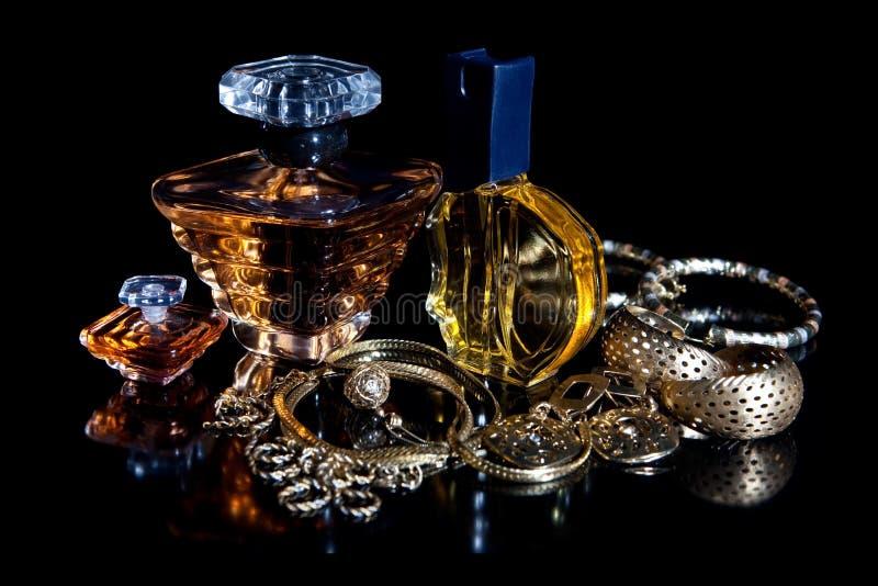 Conjunto y joyería del perfume imagen de archivo