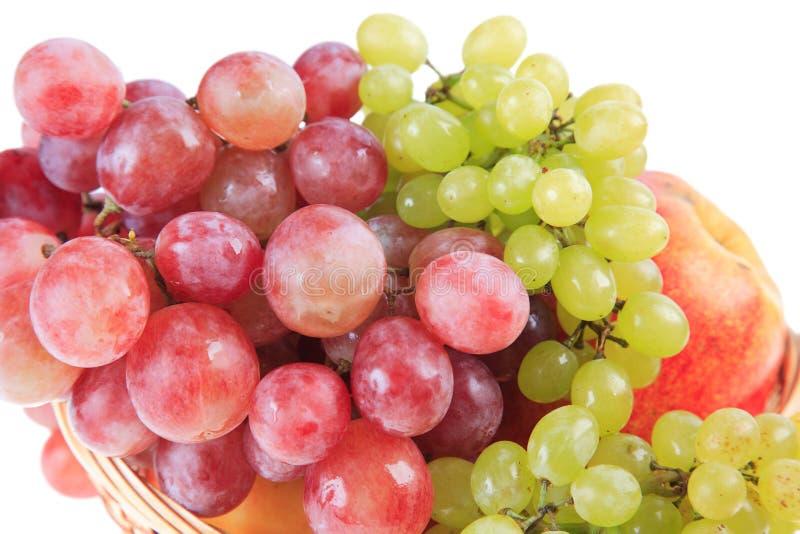 Conjuntos de uvas vermelhas e verdes. fotografia de stock royalty free