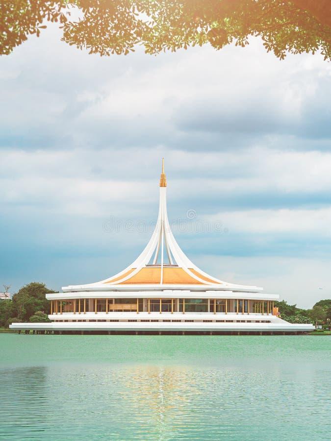 Conmemoración Pasillo o Ratchamongkol Pasillo en el parque de rey Rama IX de Suan Luang fotos de archivo libres de regalías