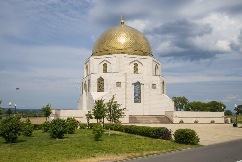 Conmemorativo firme adentro el museo en Bolgar en Rusia en la República de Tartaristán Árbol en campo fotografía de archivo