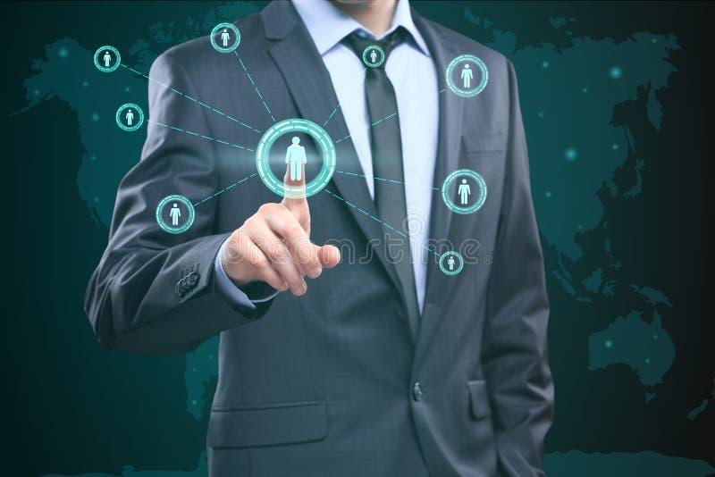 Conmovedor éntrenos en contacto con concepto en la pantalla visual Hombre de negocios que presiona el botón ilustración del vector