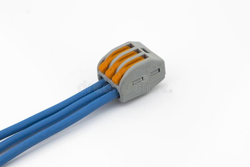 Connecteur de fil avec les fils bleus photo stock
