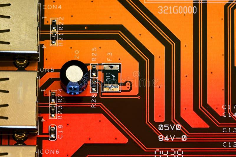 Connecteurs d'USB sur une carte électronique images stock