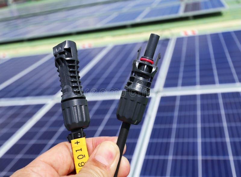 Connecteurs photovoltaïques pour hommes et femmes photographie stock