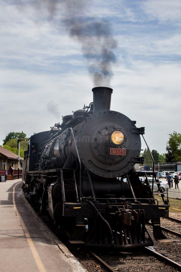 Connecticut linii kolejowej kontrpary pociągu Dolinna lokomotywa obraz stock