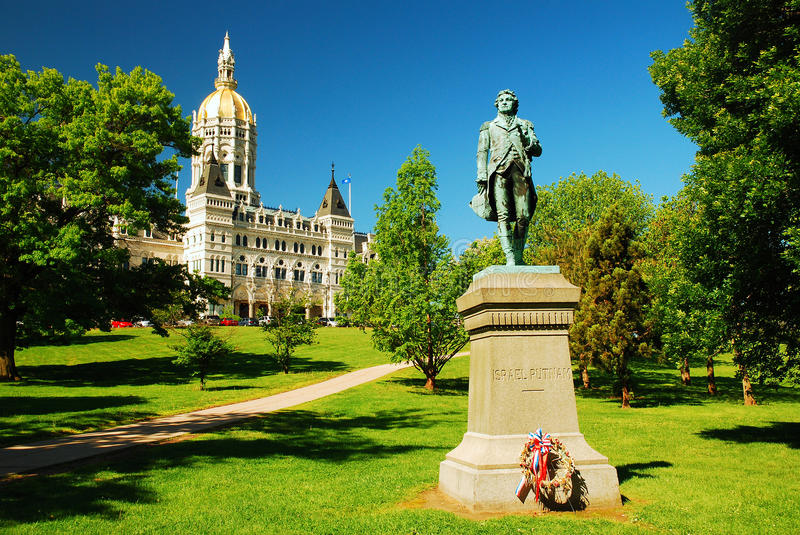 Connecticut State Capitol. A statue of Israel Putnam sits in front of the Connecticut State Capitol stock photo