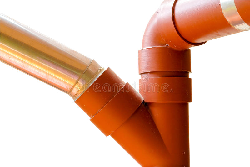 Connexion à trois voies entre le tuyau de PVC et le tuyau galvanisé sur le whi photos stock