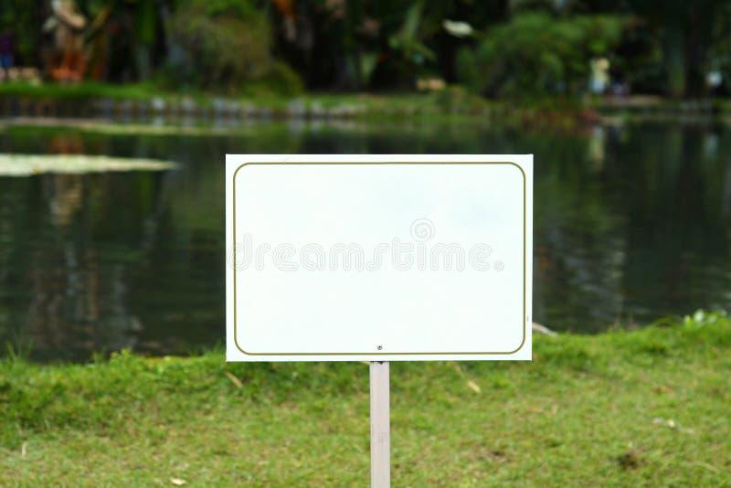 Connexion blanc un lac paisible images libres de droits