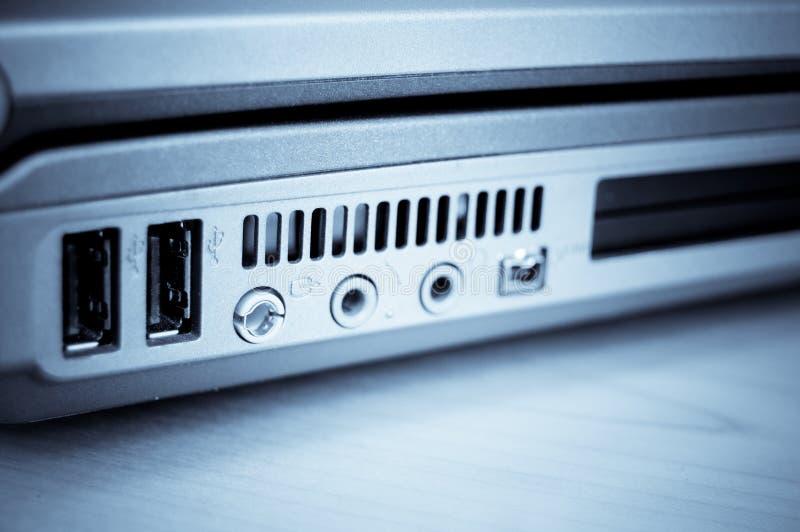 Connexion de pouvoir d'ordinateur portatif images libres de droits