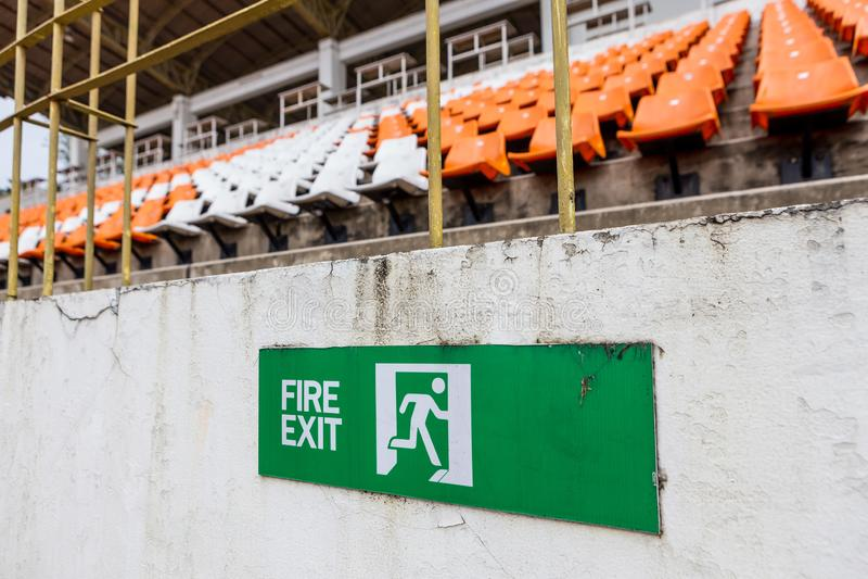 Connexion de sortie de secours le stade photographie stock libre de droits