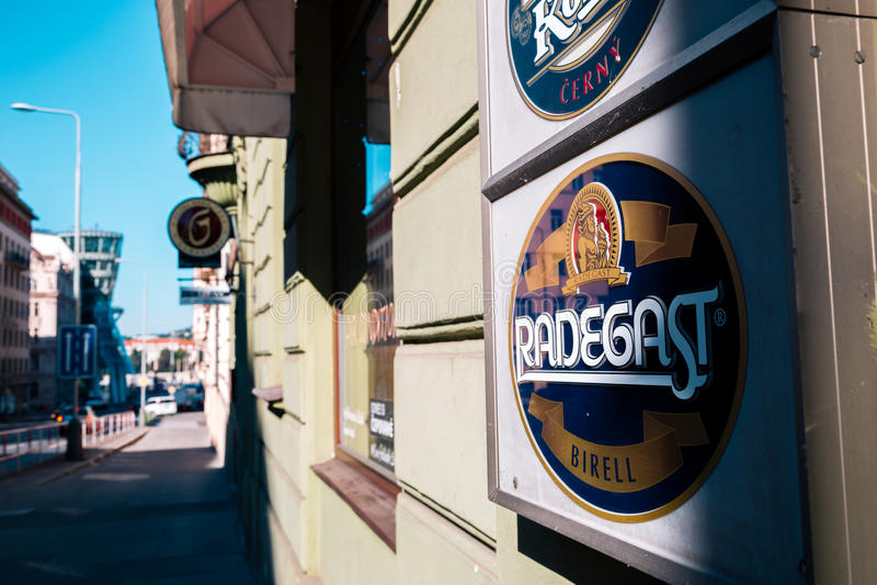 Connexion Prague de bière de Radegast Birell, tchèque images libres de droits
