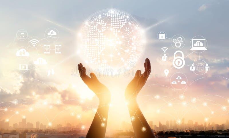 Connexion réseau globale de cercle émouvant d'homme d'affaires photo stock