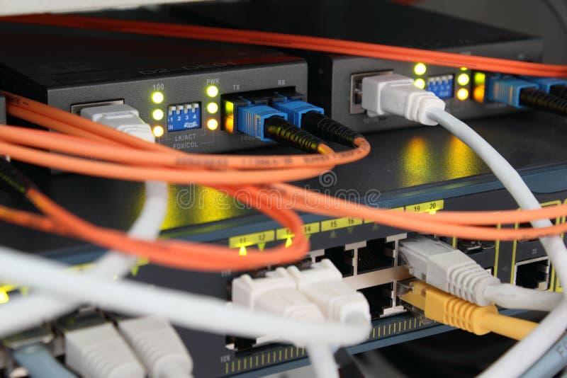 Connexions optiques et d'Ethernet photographie stock