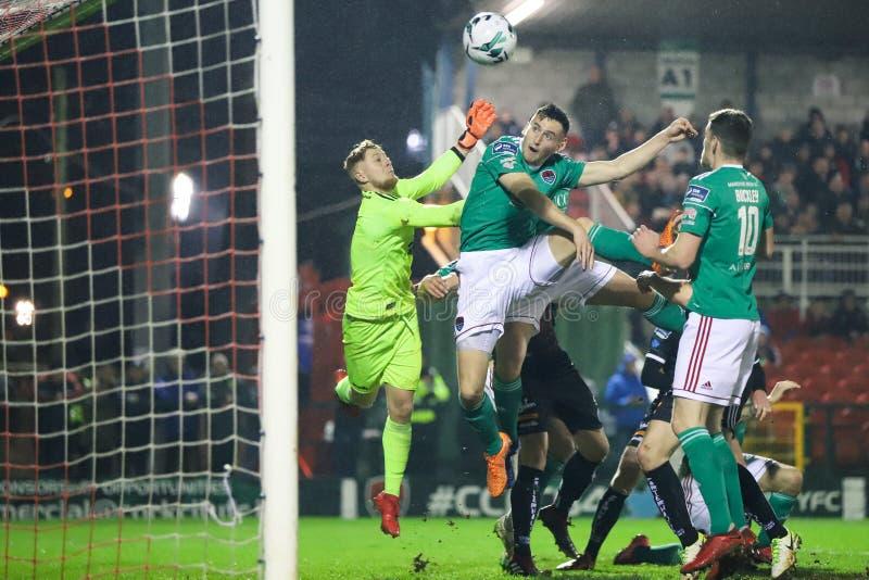 Conor McCarthy-de scores bij Liga van de Eerste Afdeling van Ierland passen Cork City FC versus Boheemse FC aan royalty-vrije stock afbeelding