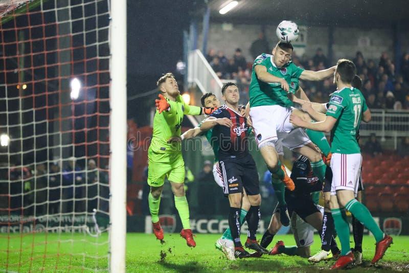 Conor McCarthy-de scores bij Liga van de Eerste Afdeling van Ierland passen Cork City FC versus Boheemse FC aan royalty-vrije stock fotografie