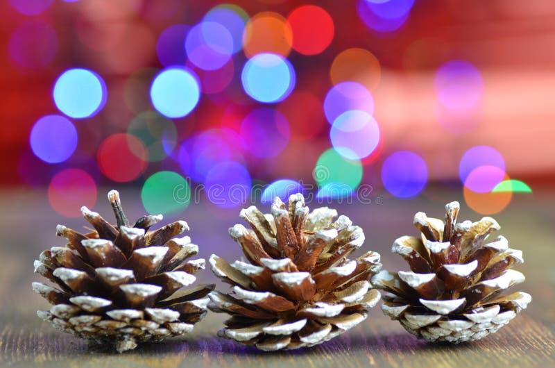 Conos decorativos en fondo mágico del bokeh foto de archivo libre de regalías