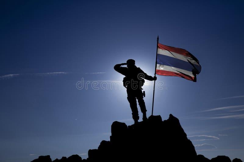 Conquérant avec un drapeau photos stock