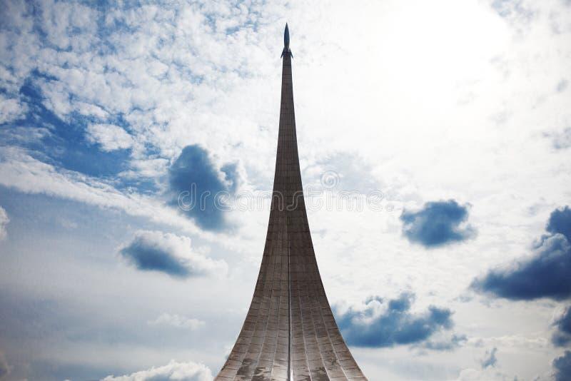 Conquérants de monument de l'espace en parc dehors image stock