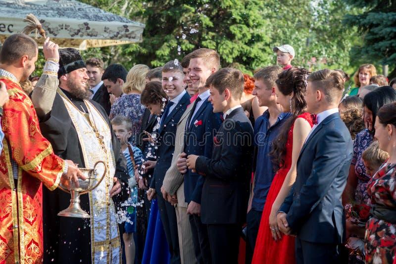 Consécration orthodoxe des élèves quittant l'école photographie stock