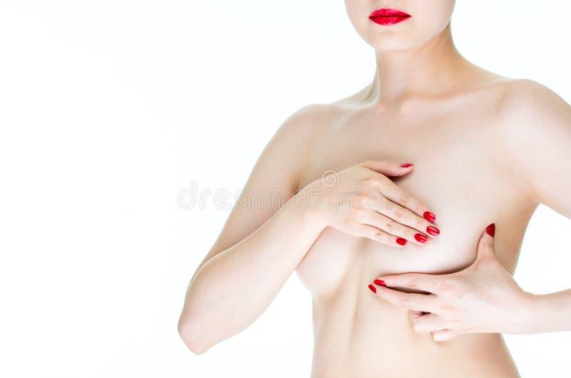 Conscientização do câncer da mama, peito fêmea novo do exame para o canc dos sinais foto de stock royalty free